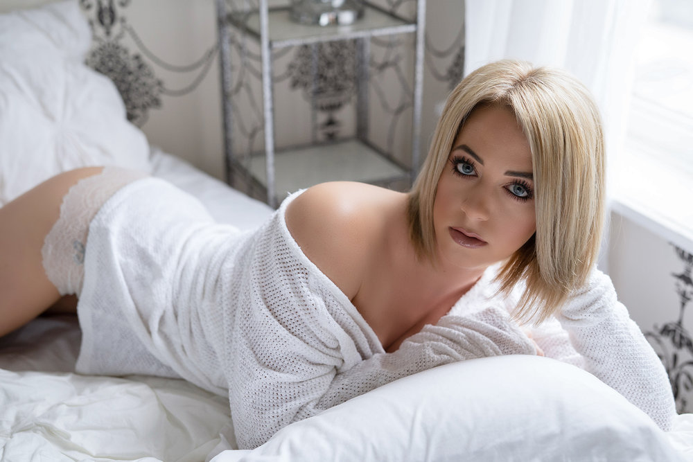 escorts in London - sexy blonde with blue eyes